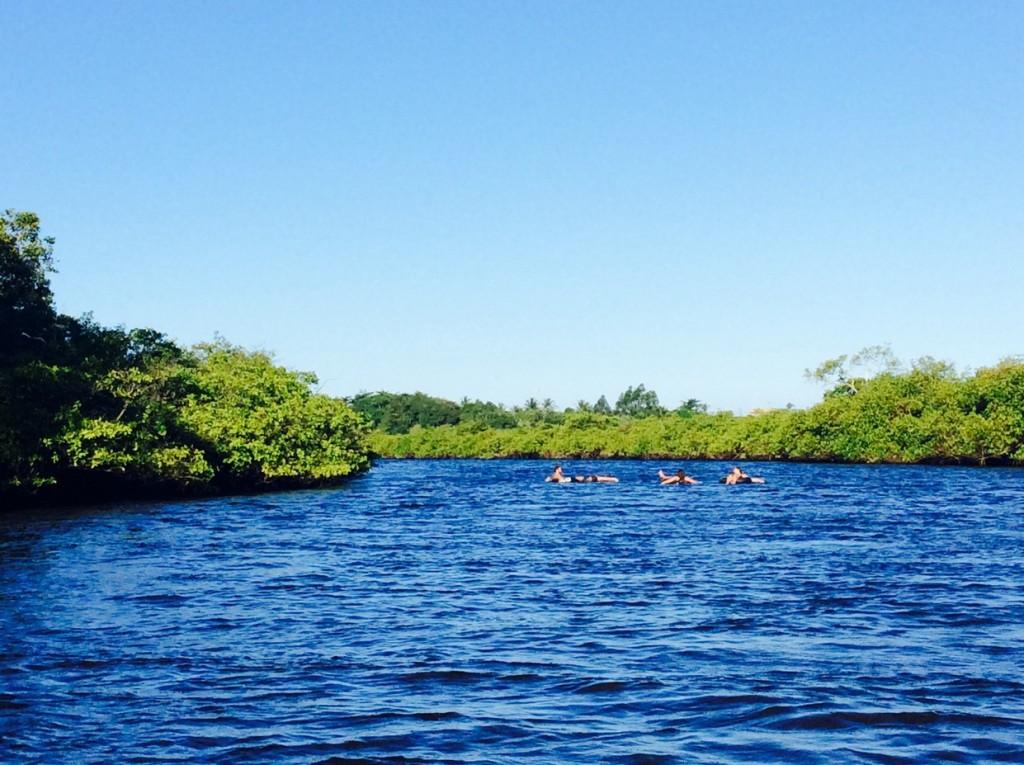 Descida de boia no rio Caraíva